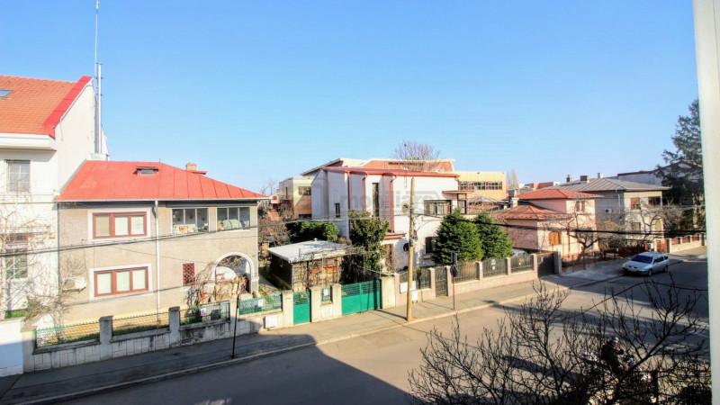 Domenii - Agronomie, vila 7 camere, renovata, curte, garaj, locuinta / birouri