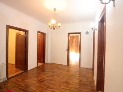 Apartament 5 camere, 93 mp, etaj 2/3, Piata Victoriei/ McDonalds