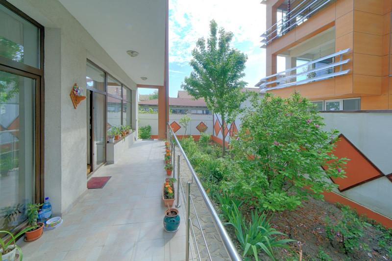 Vila moderna, 6 camere, 272 mp, teren 286 mp, Straulesti/ Lacul Baneasa