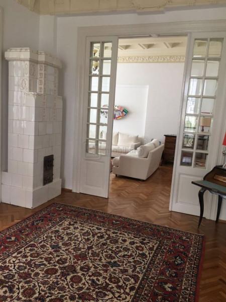 Vila monument in Piata Victoriei, renovata, resedinta/birouri, 14 camere, 400 mp