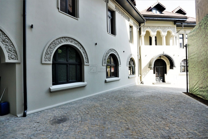 Piata Lahovari, vila restaurata, suprafata 937 mp, pretabila activitati birouri