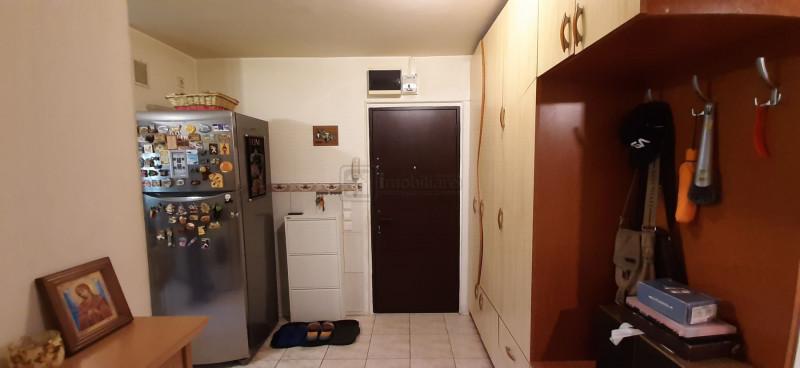 Drumul Taberei apartament 1/4  decomandat ,amenajat , loc de parcare