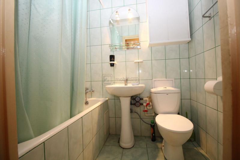Drumul  Taberei Raul Doamnei apartament  3camere decomandat 2/4 ,reabilitat