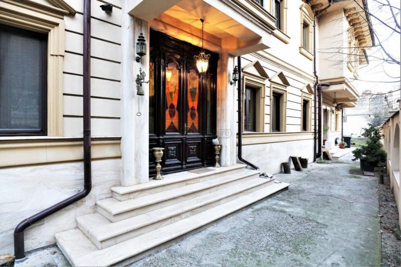 Vila eleganta pe o strada linistita